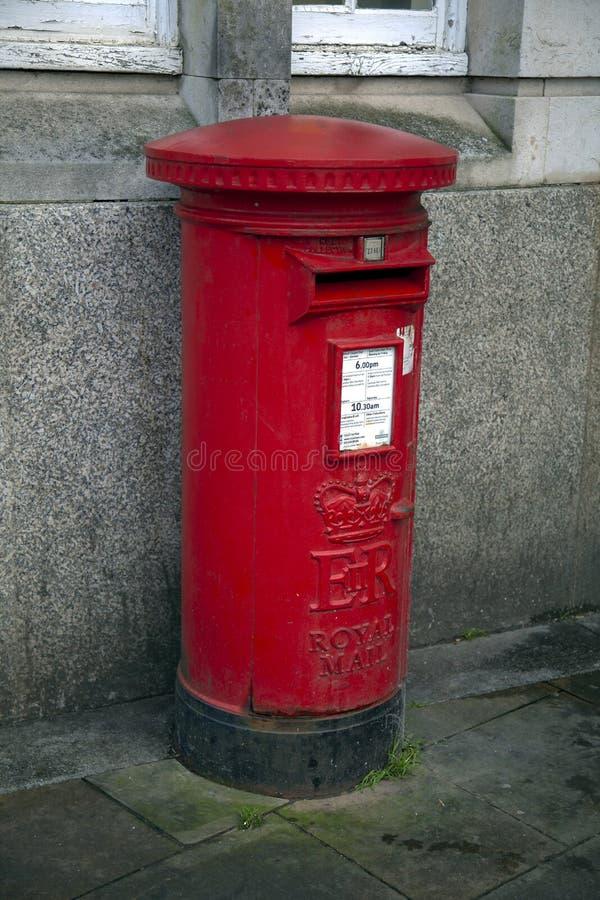 Contenitore rosso britannico di alberino immagini stock libere da diritti