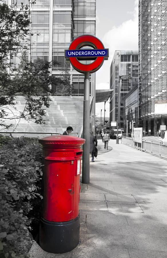 Contenitore rosso britannico di alberino fotografia stock libera da diritti