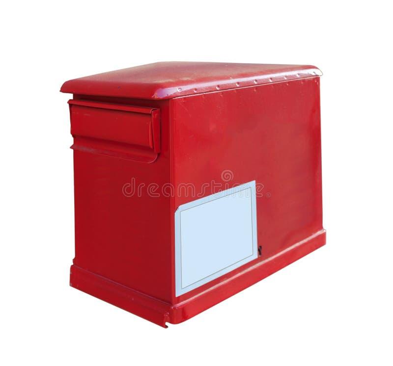 Contenitore rosso di posta sull'ufficio postale della parete isolato su bianco fotografie stock