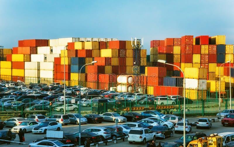 Contenitori di autovetture per navi da carico fotografia stock libera da diritti