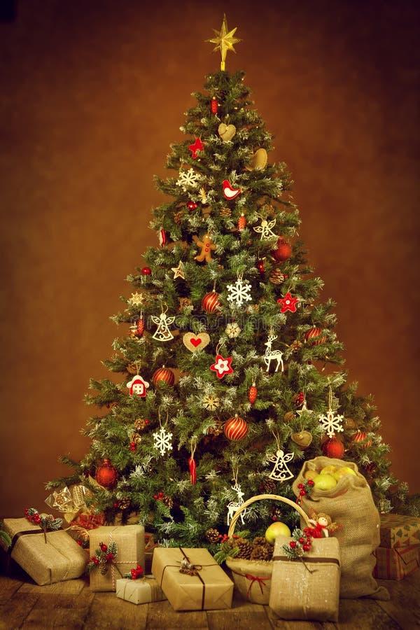 Contenitori di regalo del presente dell'albero di Natale, decorazione di natale del nuovo anno fotografie stock libere da diritti