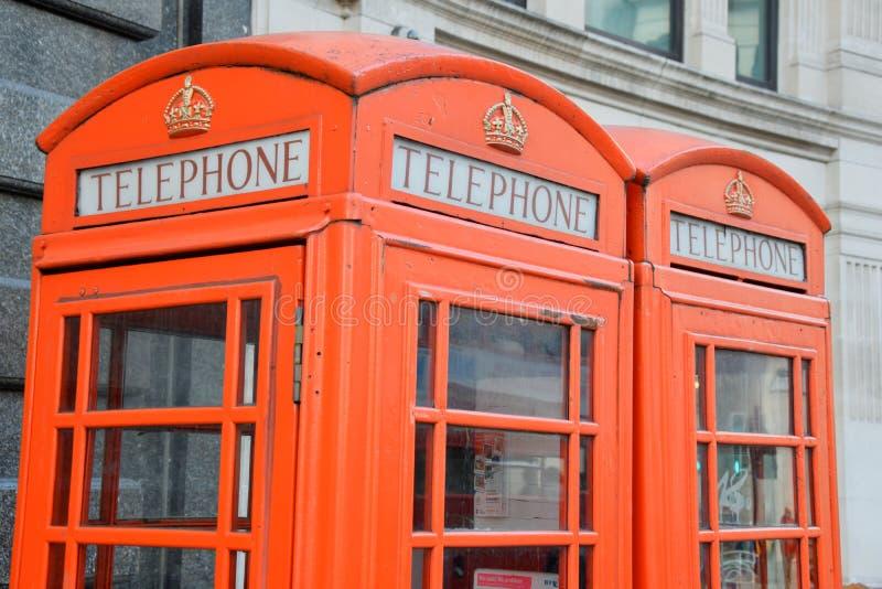 Contenitori di telefono rossi di Londra immagini stock libere da diritti