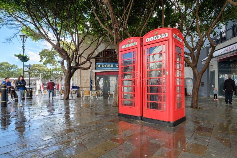 Contenitori rossi britannici di telefono su Gibralta fotografia stock