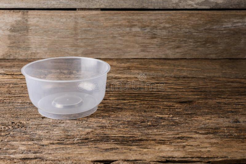 Contenitori vuoti per alimento su fondo di legno fotografia stock