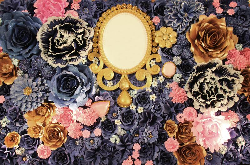 Contesto dal fiore artificiale da forma di carta e di legno del ovul immagini stock