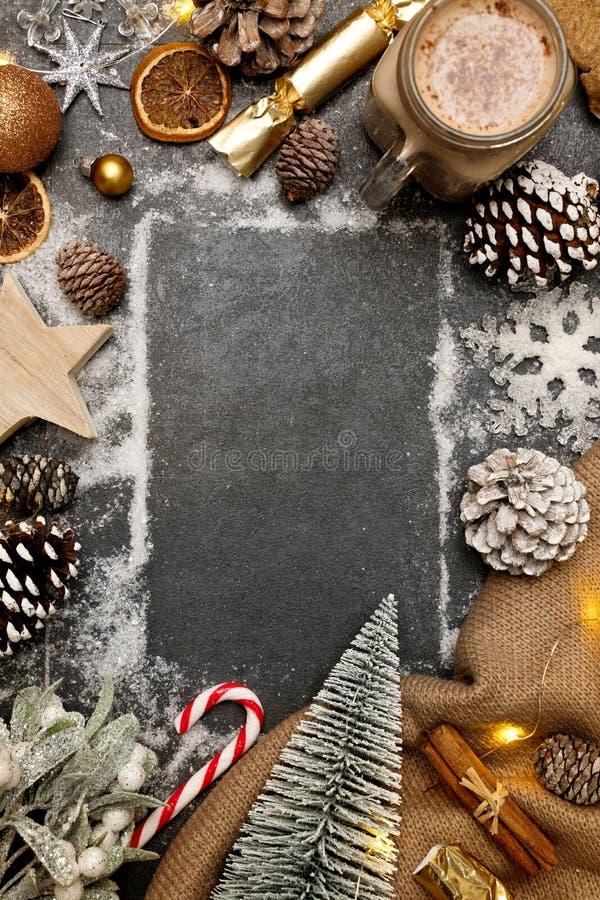 Contesto della composizione natalizia per i festeggiamenti caldi immagini stock libere da diritti