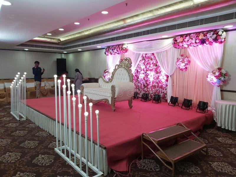 contesto di nozze, candele artificiali fotografie stock libere da diritti