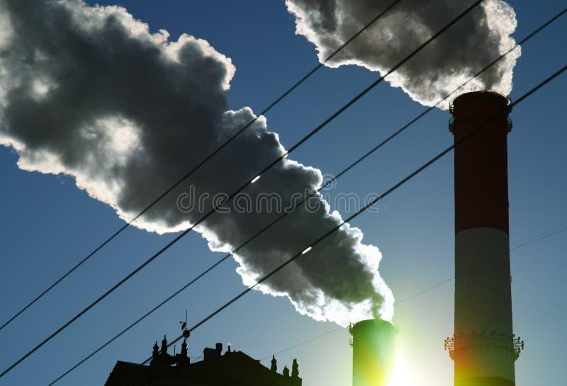 Contexto de la niebla con humo del humo del aire de la contaminación de la ciudad fotografía de archivo libre de regalías