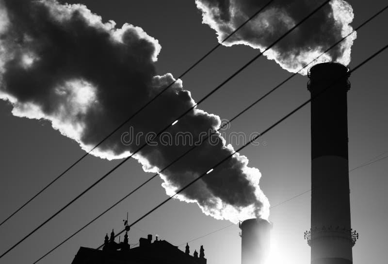 Contexto de la niebla con humo del humo del aire de la contaminación de la ciudad foto de archivo