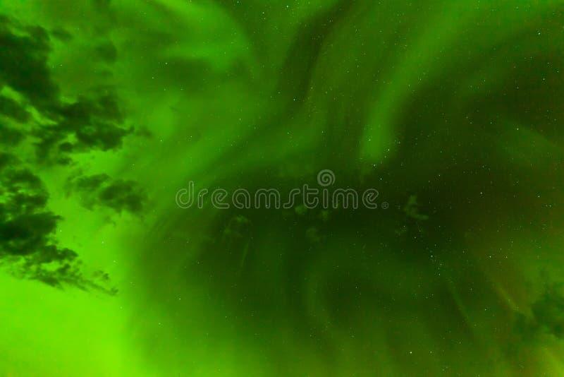 Contexto verde do sumário do céu noturno da aurora boreal foto de stock royalty free