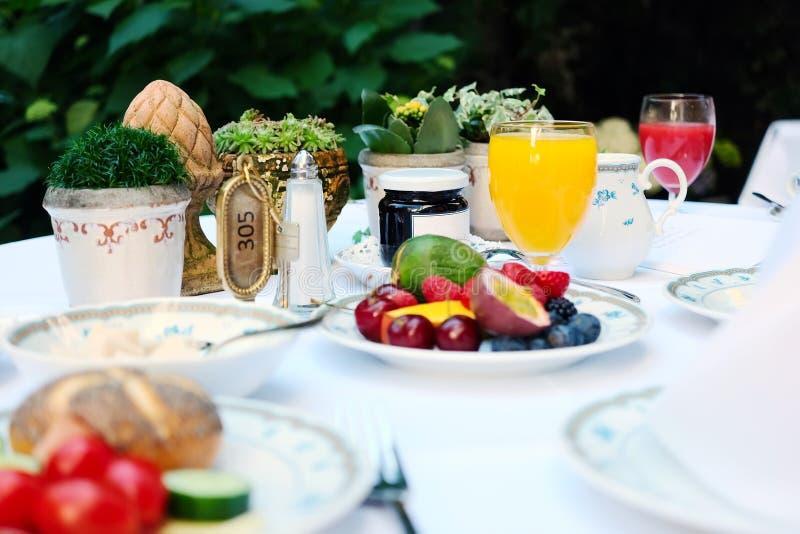 Continentaal ontbijt bij hotel royalty-vrije stock afbeeldingen