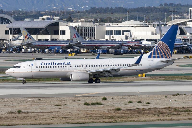 Continental Airlines Boeing 737-800 samolot przy Los Angeles lotniskiem międzynarodowym zdjęcia stock