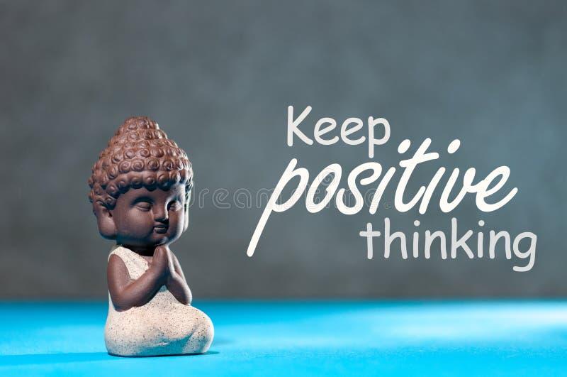 Continuez le positif penser - concept de motivation et de inspiration avec petit Bouddha méditant photographie stock