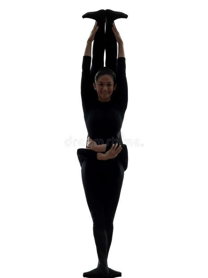 Contortionist 2 женщин работая гимнастический силуэт йоги стоковое фото rf