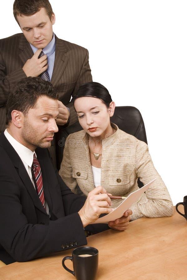 Contrôle - équipe d'affaires au travail image libre de droits