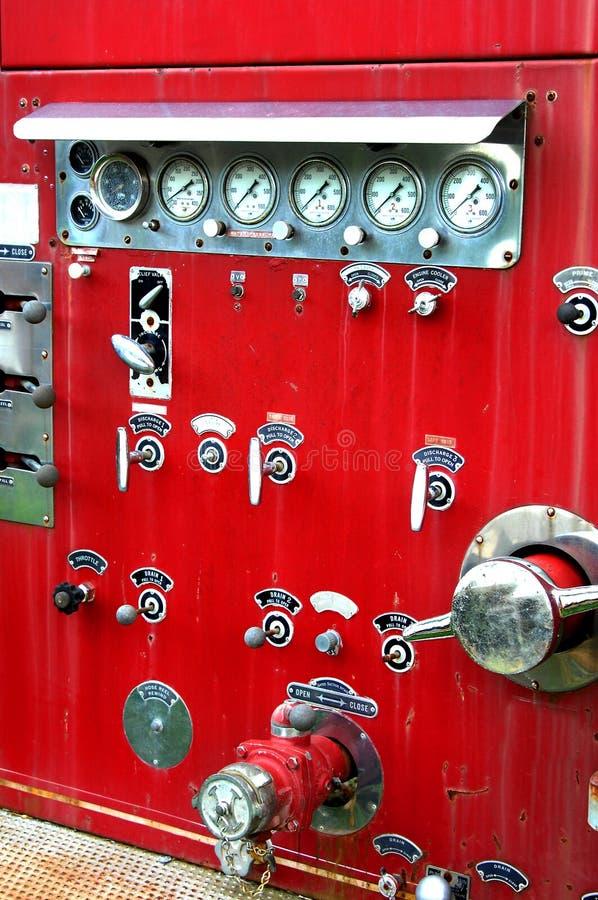 Contrôles antiques de pompe à incendie images libres de droits