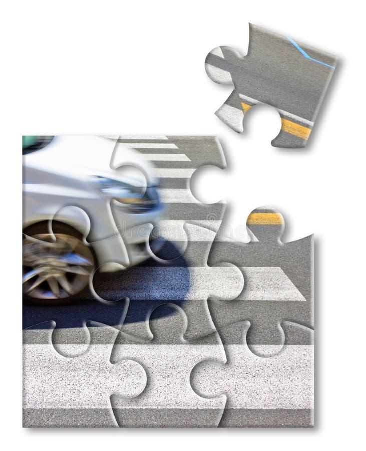 Contrôlez votre assurance auto - passage pour piétons noir et blanc avec la voiture sur le fond - image de concept dans la forme  image libre de droits