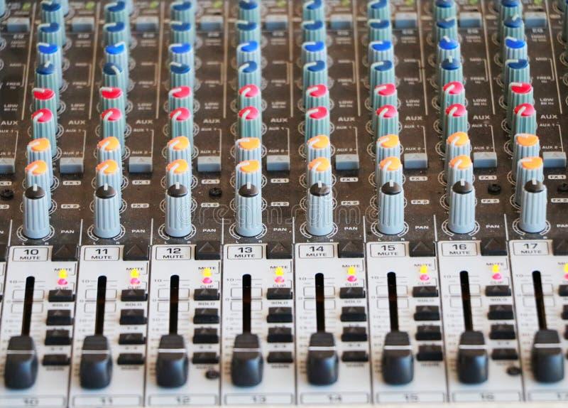 Contrôles de console de mélange audio photos stock