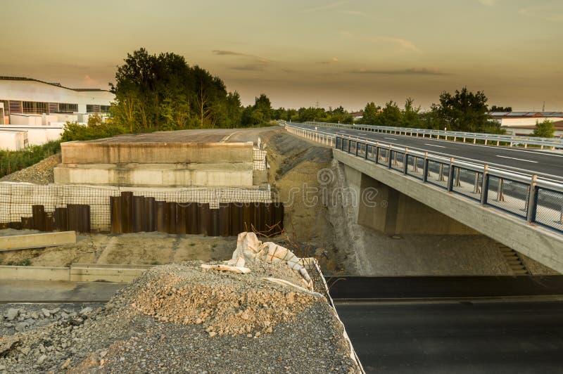 Contra de la construcción de carreteras de la construcción de puente del emplazamiento de la obra nuevo foto de archivo