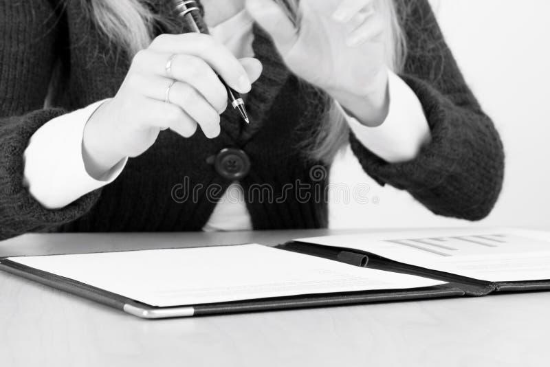contract att diskutera royaltyfri fotografi