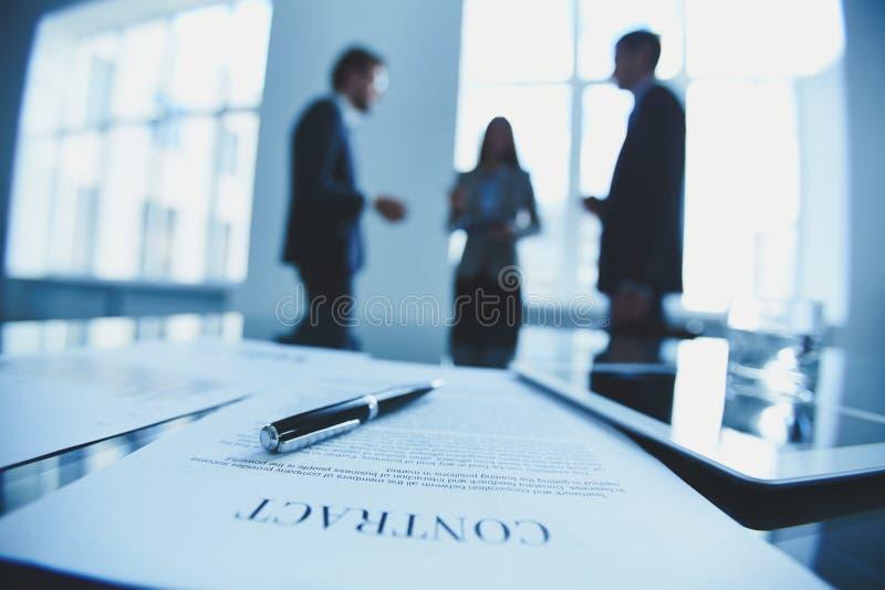 Contract te ondertekenen stock afbeeldingen