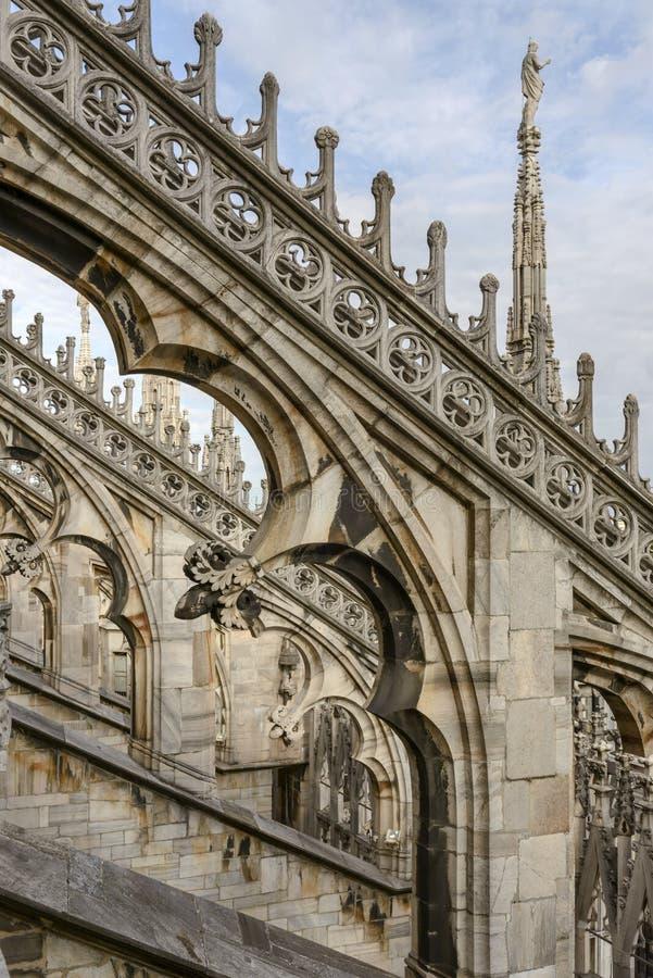 Contrafuerte de mármol en la catedral, Milán, Italia fotografía de archivo