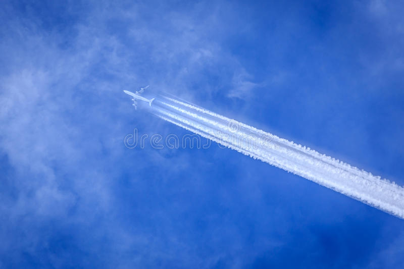 Contrail do jato fotos de stock royalty free