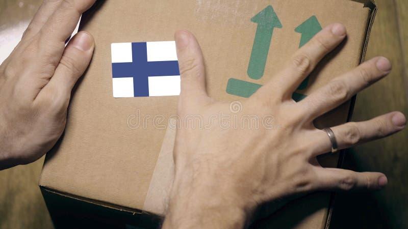 Contrassegno con etichetta di bandiera finlandese Importazione o esportazione in Finlandia fotografia stock