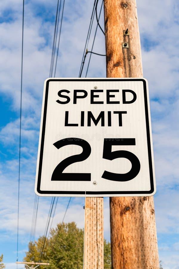 Contrassegno limite di velocità fotografia stock libera da diritti