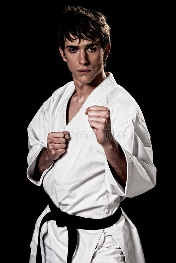 Contrast för male kämpe för Karate ung hög royaltyfria foton