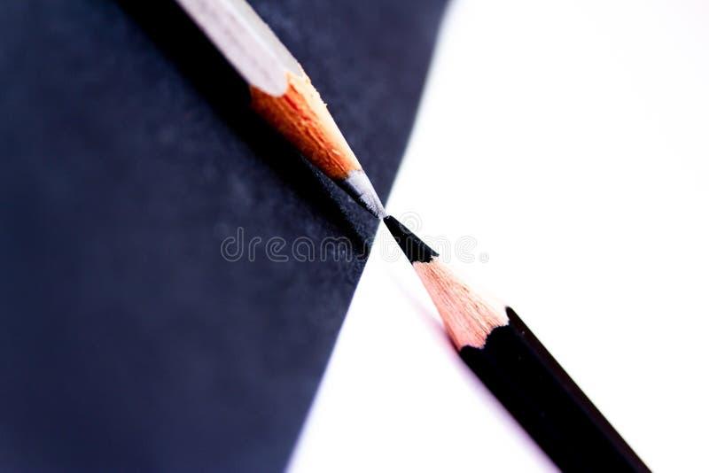 Contrast: svart mot vitt vända för blyertspennor royaltyfri fotografi