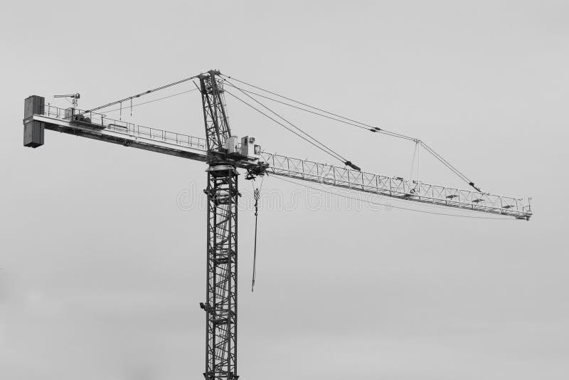 Contraste alto de aço de guindaste de construção imagens de stock