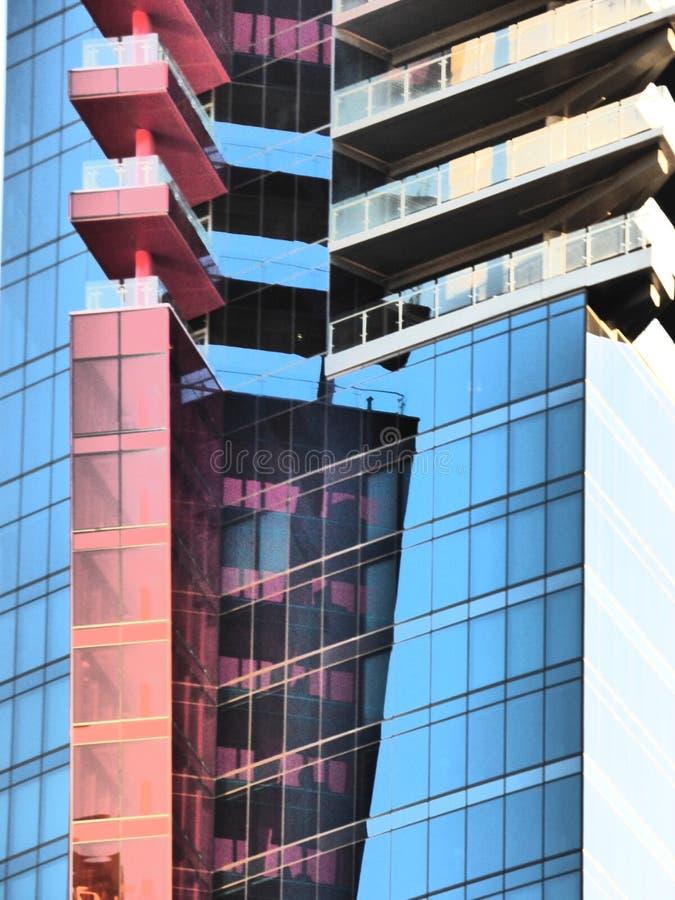 Contraste de vidro vermelho foto de stock
