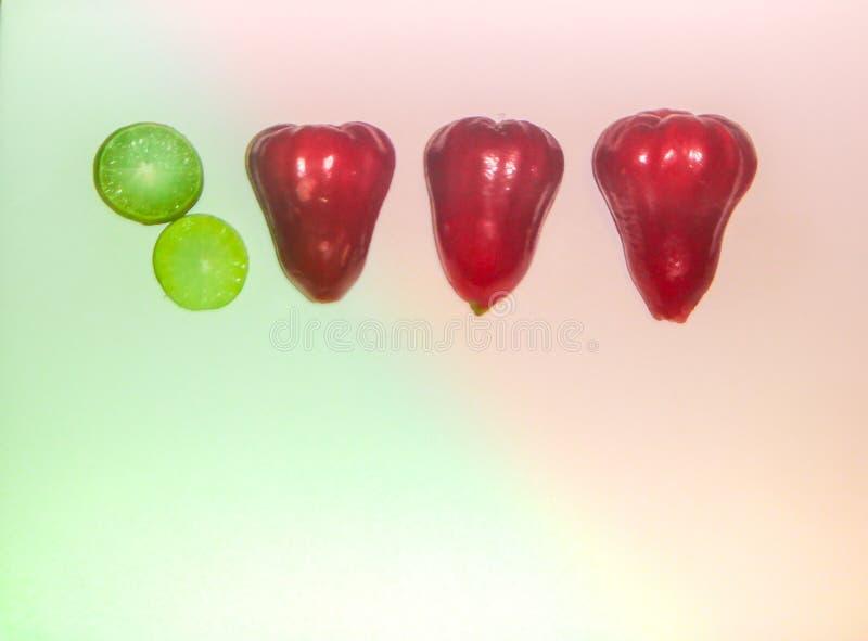 Contraste del color de frutas imágenes de archivo libres de regalías