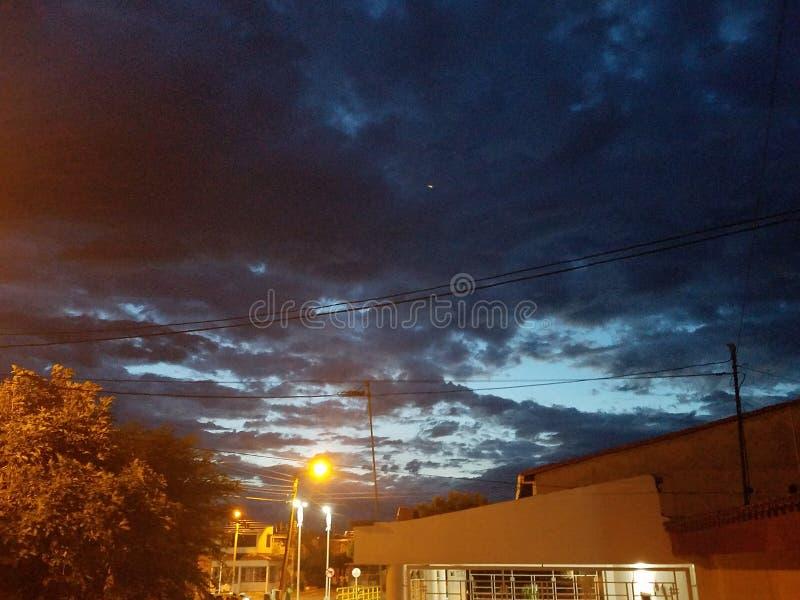 Contrastes de nubes de naturaleza de cielo de ciel de nature photos stock