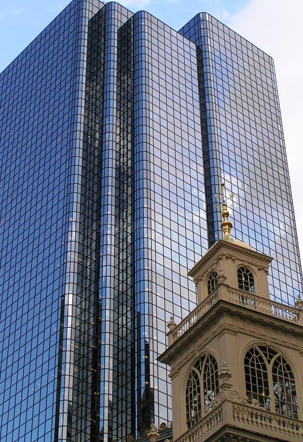 Contrasto architettonico - nuovo e vecchio nella vicinanza Boston, Stati Uniti immagine stock