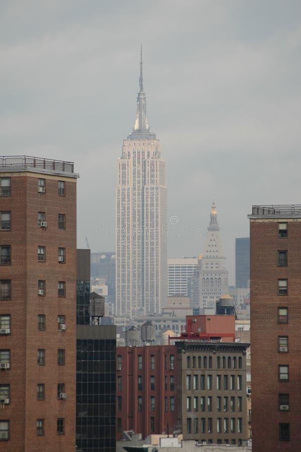 Contrasto delle Empire State Building fotografia stock libera da diritti
