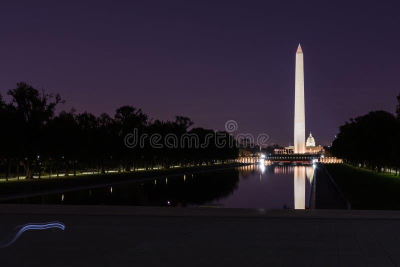 Contrasto di notte dello stagno di Washington Monument National Mall Reflecting fotografia stock