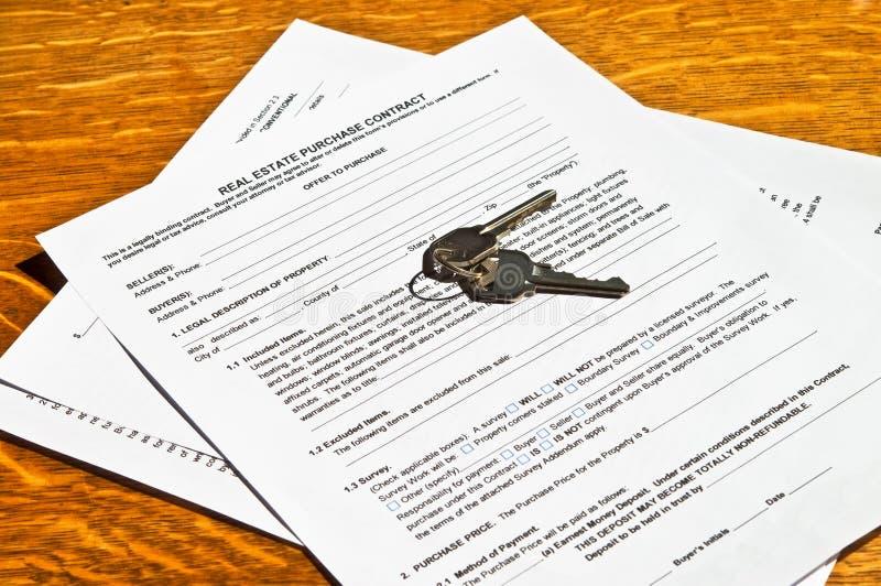 Contrat d'immeubles avec des clés image stock