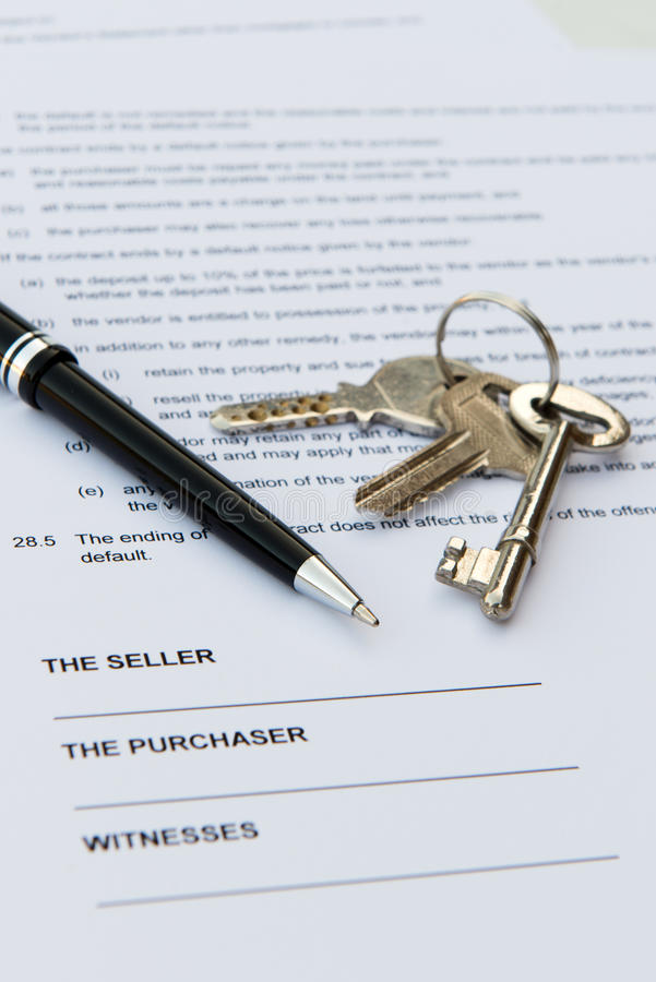 Contrat d'immobiliers photos stock