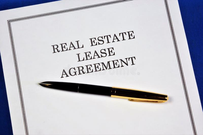 Contrat de location de biens immobiliers. Sous forme de transaction immobilière, le bien est transféré à la possession tempora image stock