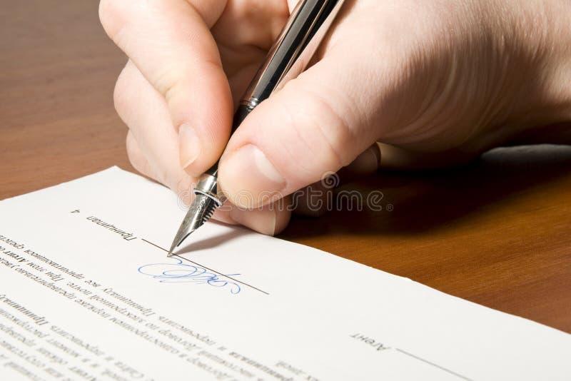 Contrat de signature images stock