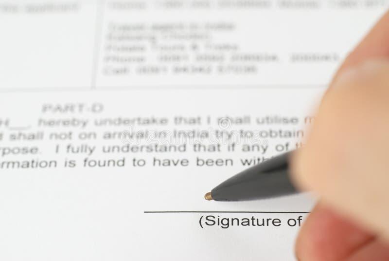 Contrat de signature de crayon lecteur photos stock