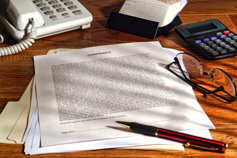 Contrat permissible prêt à être signé photographie stock libre de droits
