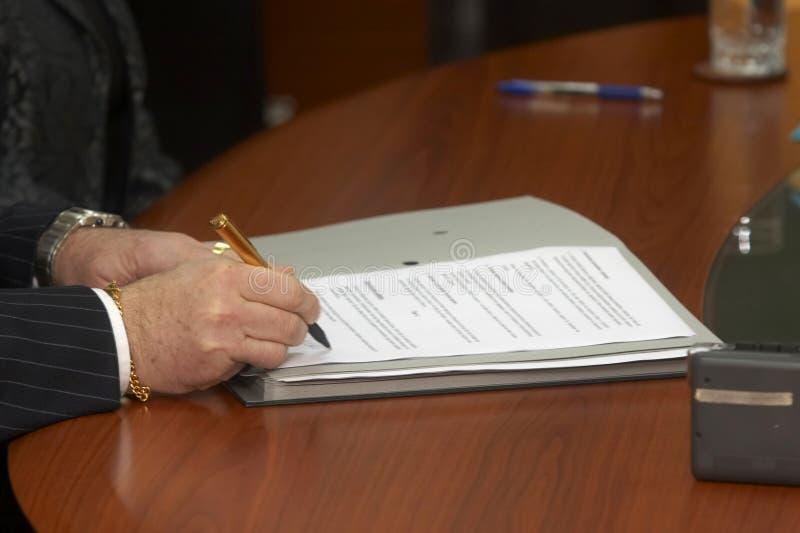 Contrat signant 5 images libres de droits