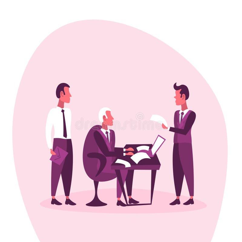 Contrat travaillant se reposant de lecture de document sur papier de rapport des employés de patron de concept d'entrevue d'affai illustration stock