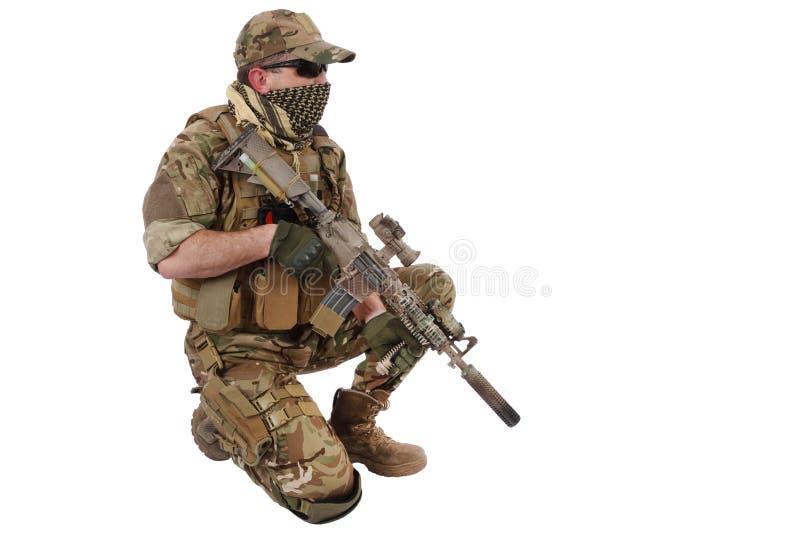 Contratista de Private Military Company con el rifle de asalto foto de archivo