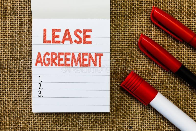 Contrato de alquiler del texto de la escritura de la palabra El concepto del negocio para el contrato en los términos a un partid foto de archivo