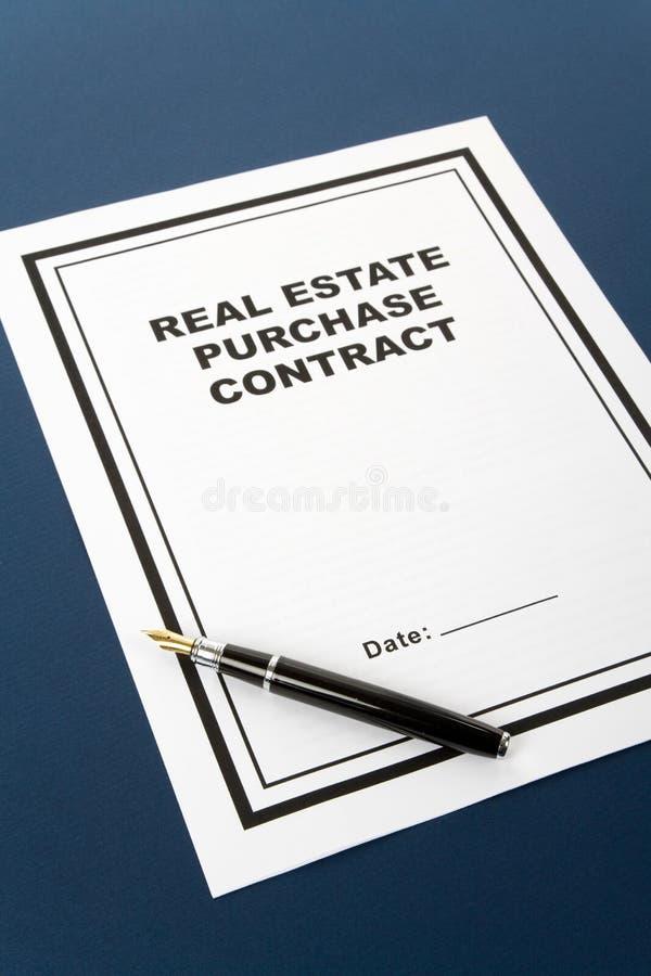 Contrato de compra de las propiedades inmobiliarias imagen de archivo libre de regalías