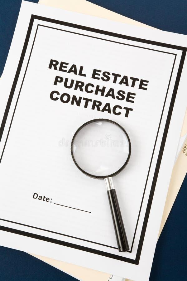 Contrato de compra dos bens imobiliários fotografia de stock royalty free